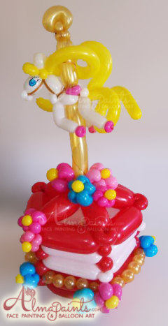 the best balloon artist in San Antonio, balloon art, balloon decor, circus theme decor, horse, carousel, Almapaints, balloon cake