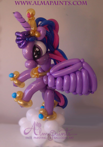 balloon art in San Antonio, the most populart balloon artist in San Antonio, my little pony decorations, balloon cenerpiece, unicorn, pony, my little pony, pegasus