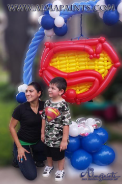 Superman logo balloon pinata, pinatas in San Antonio,  Almapaints, balloon art, balloon decor, Superman